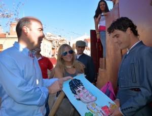 El torero Miguel Abellan con su caricatura a acuarela
