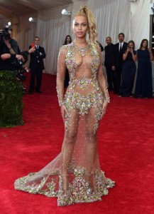 Beyonce espectacular en la gala del Costume Institute 2015
