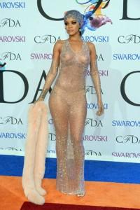 Rihanna con transparencias
